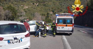 Patti – Avverte un malore sull'A20, salvato dai vigili del fuoco